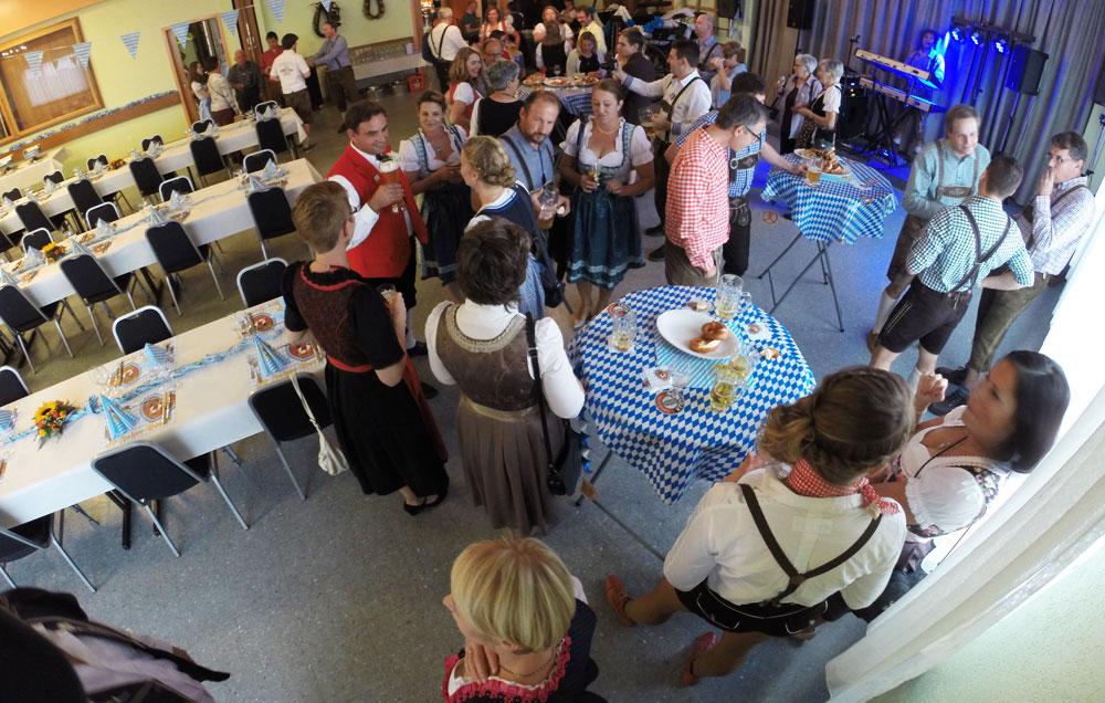 Apéro Oktoberfest Fribourg, Schweiz - Alleinunterhalter Sandro Hoffmann