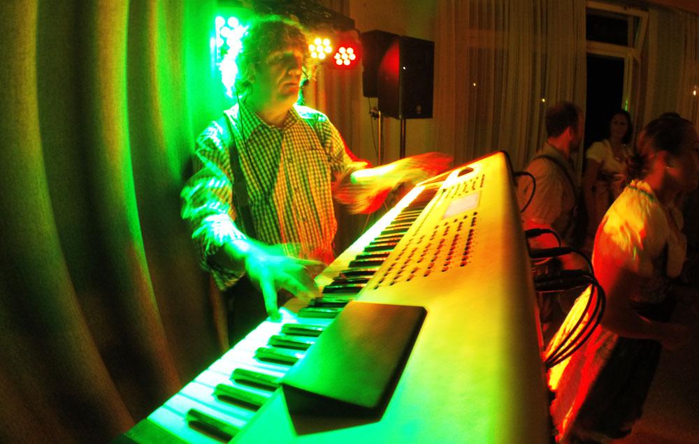 One man band Freiburg, Schweiz - Alleinunterhalter Sandro Hoffmann