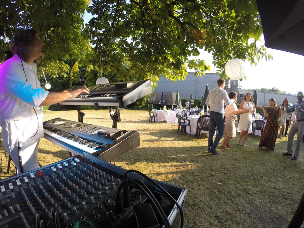 Apero, Hochzeit - Party Alleinunterhalter Sandro Hoffmann