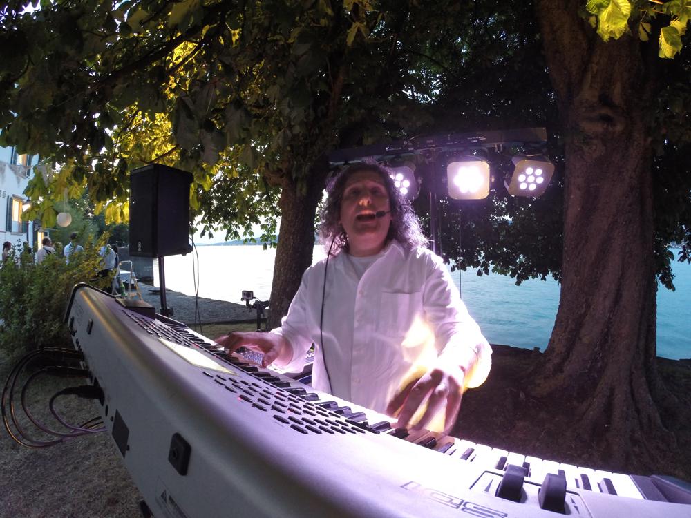 Musik für deine Feier - Party Alleinunterhalter Sandro Hoffmann